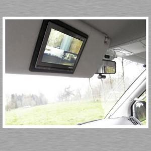 Mac mini Car PC - Videosplitscreen in der Fahrer Sonnenblende mit der Übersicht der Außenkameras