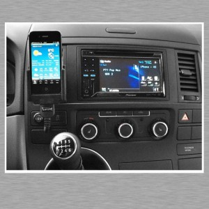 iPhone und Car Stereo Pioneer AVH 3300 BT als Freisprechanlage